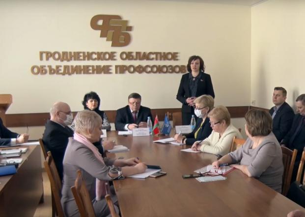 Парламентарий Елена Потапова на профсоюзном семинаре, посвященном мониторингу стоимости социально значимых товаров и лекарственных средств