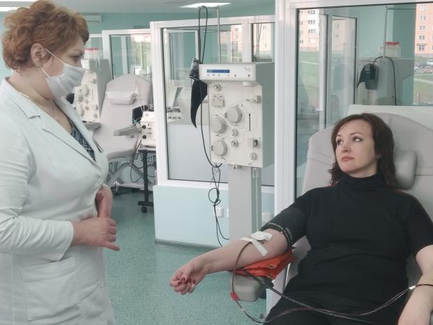 Депутат Елена Потапова сдала антиковидную плазму в Гродненском областном центре трансфузиологии