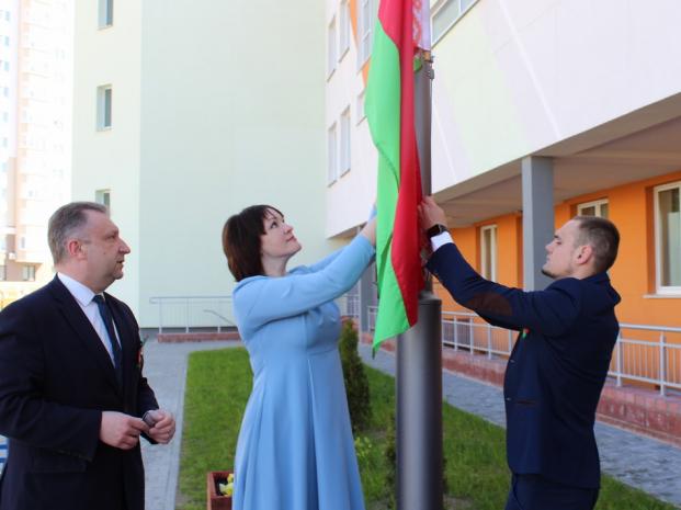 Депутат Палаты представителей Национального собрания Республики Беларусь Елена Потапова приняла участие в акции «Символ гордости и славы»