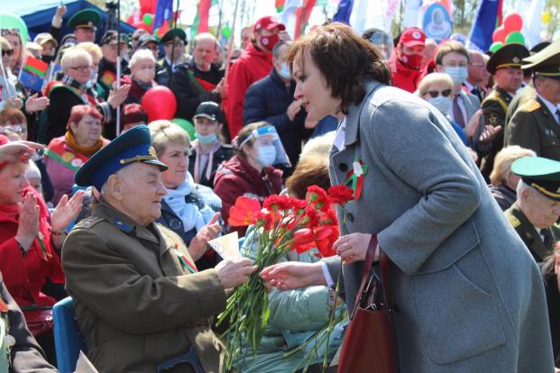 Парламентарий Елена Потапова на церемонии по случаю 76-й годовщины Победы в Великой Отечественной войне